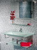 MUEBLE GARBI - MUEBLE DE BAÑO;con encimera-lavabo de cristal en color blanco de 14 mm de espesor, con soportes cromados, sifón, válvula, repisas superior e inferior y espejo decorado a juego.;MEDIDAS:;Espejo:86(ancho)x55(alto) cm;Lavabo:90(ancho)x50(fondo)x40(alto) cm;Grifería no incluida